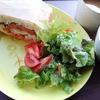 きょうのお昼は、香草チキンのサンドイッチ