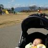 赤ちゃんと公園に散歩に行ってきました。