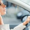 アイルランドでは、車の運転中に化粧をすると罰金