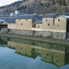 冬の智頭線0平福宿の川端風景