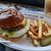 横浜DeNAベイスターズが手掛けるハンバーガー専門店「ボールパークバーガーアンド・ナイン」オープン