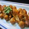 鶏手羽元とうずら卵の味ぽん煮込み、カラメル和え