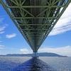 舞子海上プロムナード入り口付近から明石海峡大橋を見上げる絶景スポット