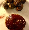 重ね煮ハンバーグと焼き野菜:①トマト、芽キャベツ、ポロ葱、エリンギ ②芽キャベツ、青梗菜、緑パプリカ、コーン