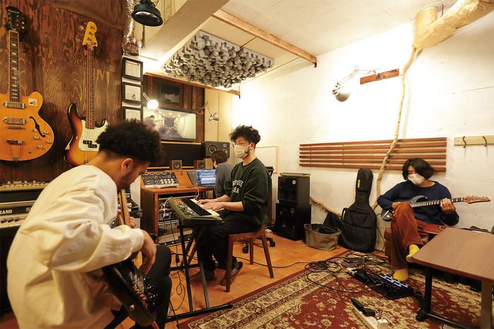 Ovall(Shingo Suzuki、mabanua、関口シンゴ)がLunaでの新曲レコーディングに挑戦