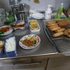 幸運な病のレシピ( 310 )朝:エビフライ、春巻、鶏唐揚、グリンピース卵焼、鮭、みそ汁