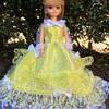 黄色の豪華なドレス