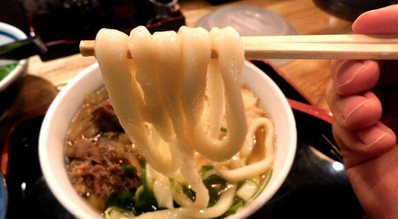 やわ麺でダシが美味しい「因幡うどん」が時代を経ても愛され続けるワケ【うまい・安い・腹いっぱいの博多スピリット】