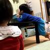 丸出しで徘徊の息子、投げ込む娘、ダンボールに取り込まれる嫁 - 年子育児日記(2歳7ヶ月,1歳1ヶ月)