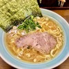 横浜家系ラーメン「寿々㐂家」(すずきや)は豚・鶏のコクを感じるスープがうまい!