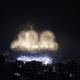 高さ21階の屋上露天風呂から、打ち上げ花火を眺める夜。ブロッサム大分「CITY SPA てんくう」。