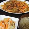 牛肉カレー炒め、漬け物、味噌汁