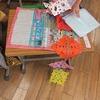 1年生:図工「ちょきちょきかざり」を飾る