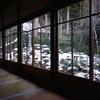 雪が残る三千院