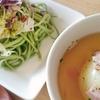 玉ねぎ丸ごとスープと緑のパスタサラダ