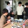 中部大学コミュニティプラザ Kozoji で開催された 12月交流会「クリスマス会」生命健康科学部 福田先生と学生さんたちによるイベントです。