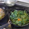 幸運な病のレシピ( 2032 )昼  :焼きそば(湯通し青梗菜と大量の豚肉で満腹を狙う)、目玉焼き(蒸しホウレンソウ)、そうそう、余っていたご飯も入れたのでソバメシといったほうが良い。