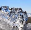 海岸で輝く「ジュエリーアイス」 北海道の絶景が話題に
