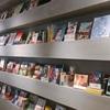 高田馬場駅ナカに出来た『STAND by bookandbedtokyo』はゲストハウスの本棚とカフェが存分に楽しめる都会の豊かな空間でした!