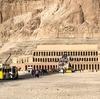 エジプト ルクソール 西岸 断崖「ハトシェプスト女王葬祭殿」、男装の女王 平和外交でエジプトを繁栄