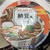 納豆風そば  あくまで、納豆風です。乾燥納豆風のふりかけをかけて、いただきます。 (@ セブンイレブン 池袋北口平和通り店 - @711sej in 豊島区, 東京都)