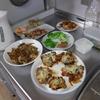 幸運な病のレシピ( 1328 )朝:ペンネグラタン、牛肉のレタス炒め、鮭、イカ、ブロッコリー、焼売(市販品)、鱈の煮付け