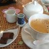 ティールーム『陶』:喫煙席のある秋田駅前の喫茶店。コーヒーには生チョコ3個のセットも