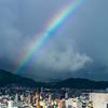 虹、夕立の向こうに