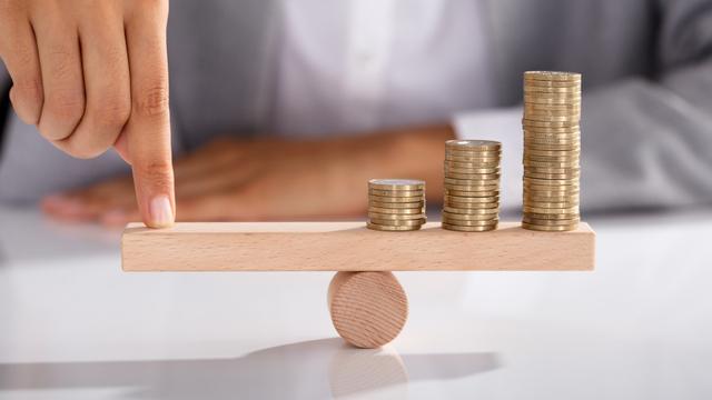 貯金と投資の適切なバランスは?30~60代の貯金割合と初心者向け投資を解説