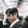 電車で話している人は周りに迷惑なのか?