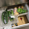 先送りにしがちな冷蔵庫掃除。中身が少ない日を狙うとハードル低め