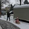 雪積もって娘早起き