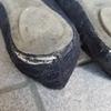 靴に穴が空きました。買い替えに迷う悲しい貧乏ゴコロ。