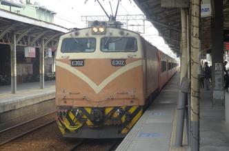 台湾高鉄と西部幹線乗り継ぎで台北・高雄を往復。