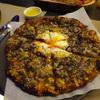 香港のトリュフ愛が熱い! ランカイフォン「Mercato(メルカート)」の真っ黒トリュフピザ。