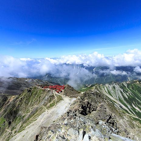 標高3,000メートル超えの絶景! 人気の登山スポット槍ヶ岳エリアでつながるネットワーク