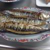 幸運な病のレシピ( 1934 )朝:ナバナ下ごしらえ、揚げ物(塩サバ・鳥手羽元・芋天)の仕立直し、いわし丸干し、赤魚、味噌汁、マユのご飯