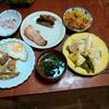 幸運な病のレシピ( 2404 )朝:リンゴ糠漬け、味噌汁、残り物