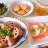 サーモンとかぶのカルパッチョ、鶏むね肉とれんこんの甘辛炒めなどで晩酌