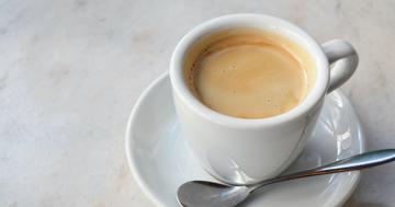 自宅でおいしいコーヒーを楽しむために。おすすめコーヒーメーカーや、バリスタのテクニックを紹介します