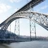 ポルトガルの世界遺産ドン・ルイス一世橋を渡り、ヴィラ・ノヴァ・デ・ガイア市のロープウェイに乗る