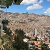 こどもも大好き。テレフェリコ・グリーンラインから眺める多様な色の山々とラパスの町並み(ボリビア