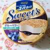 明治エッセルスーパーカップ SWEET'S ブルーベリーチーズケーキ♬ 213円(税込) 254kcal