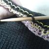 抜き糸の使い方のまとめ:編み機「いとぼうちえ」で機械編みするときには、抜き糸を入れて作業しやすくしています。