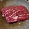肉を焼き、麺を茹でれば、パラダイス