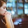 祈ることで幸せに!?脳みそを活性化させる宗教の心理学