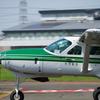 某飛行場にて小型飛行機の流し撮りにチャレンジ。自衛隊のヘリコプターも。