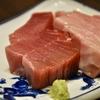豊洲の「米花」でまぐろ刺身2種盛り、昆布巻き、煮物、春菊ごま和え。