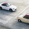 マツダブランドスペース大阪でR360クーペとロードスター100周年特別記念車を展示。
