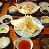 五鐵で天ぷら定食、ミチココカフェで復活のフラットホワイト、卵とじうどん。